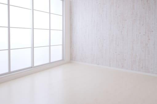 明るい家が欲しくて窓を大きくしたら外からの人目が気になりました